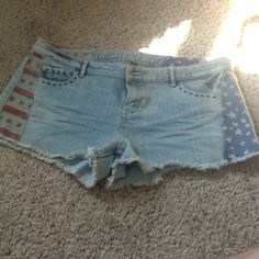 NWOT American Flag shorts Juniors size 15, never worn. Brand new condition Vanilla Star Shorts Jean Shorts