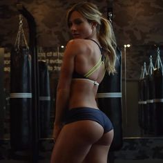 Girl crushiiiing ...that ass ! :O  #goals#bootybuilding#paigehathaway #obsessedwithher#motivation#inspiration #somebabe#shesquats#fitfam#irishfitfam by stephie_ok