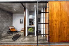 When the tenets of a ground floor apartment in Vila Madalena, São Paulo, Brazil, were feeling the squeeze, VAGA was hired to design additional space. Small Space Living, Small Spaces, Outside Stairs, Passive Design, Unique Doors, Vagas, Tiny House Design, Interior Design Inspiration, Ground Floor