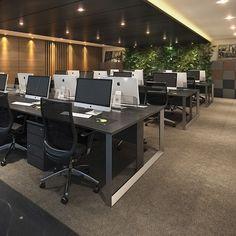 Estações de Trabalho e Lockers para equipe de escritório de Advocacia. Mobiliário funcional, que permite embutir cabeamentos e mantém o belo design. by RS Design