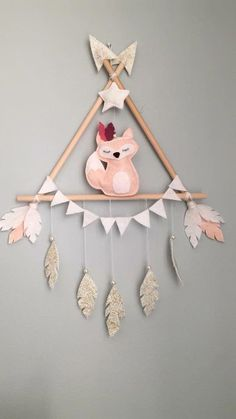 Miss Foxy wall decoration! # handmade # sewing # home # decor # baby # nursery # fox # triangle - Home Accessories Idea Baby Crafts, Felt Crafts, Diy And Crafts, Crafts For Kids, Baby Decor, Nursery Decor, Creation Deco, Handmade Home Decor, Handmade Decorations