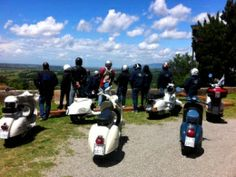 Exclusive Tuscany food tour on Vespa scooters #vespafoodtour #vespatourtuscany