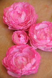 Pfingstrosen aus Filterpapier mit Spellbinders Grand Peonies Creations Set (Alternative: Wellenkreise in 2 Größen + Blumen mit Perfect Pearls besprühen statt Twinklies H2O)