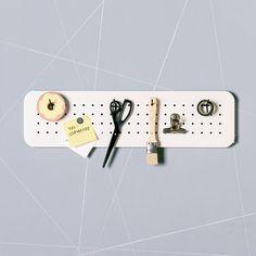 Mini panneaux perforés - tableau magnétique de rangement - Bureau - artisanat - babillard par Einadesign sur Etsy https://www.etsy.com/ca-fr/listing/260463038/mini-panneaux-perfores-tableau