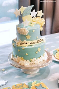 """The ever popular gender reveal cake has been a staple on the dessert tables of many a baby shower. Whether or not the shower is specifically """"reveal"""" themed, incorporating a gender reveal cake is a great way to add a … Torta Baby Shower, Baby Shower Kuchen, Baby Shower Cakes For Boys, Star Baby Showers, Baby Shower Themes, Baby Boy Shower, Shower Ideas, Baby Shower Cakes Neutral, Twinkle Twinkle Little Star"""