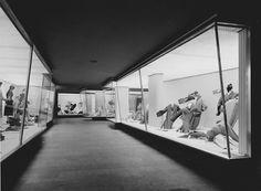 Mantelhaus Goertz, 1954, Vintage Silver Gelatine Print, 24 x 18 cm© Wim Cox, CologneMantelhaus Görtz, 1954, Karl Hugo Schmölz. Vintage Silver Gelatine Print, 17 x 23 cm© Wim Cox, Cologne Mantelhaus Goertz, 1954, Vintage Silver Gelatine Print, 24 x 18 cm © Wim Cox, Cologne