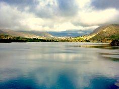 Media semana #Alifornia! Repleto y vertiendo agua el embalse de Amadòrio, #Villajoyosa. 🏞💚 #Alicante #CostaBlanca