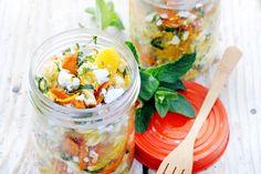 Deze picknickfavoriet: Pastasalade met wortel, witte kaas & sinaasappel kan je een dag van tevoren maken - Recept - Allerhande