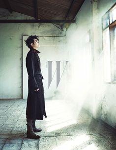 Park Shi Hoo channels a dark, mysterious look for his recent photo shoot for W KOrea. [break]more[/break] Korean Men, Cute Korean, Asian Actors, Korean Actors, Park Si Hoo, W Korea, Hot Poses, Magazine Pictures, New Star