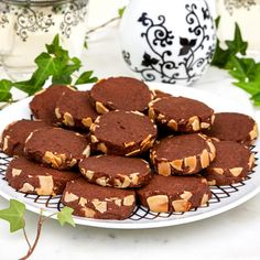 Choklad- & mandelkakor Bagan, Cake Recipes, Dessert Recipes, Desserts, Fika, Food Cakes, Something Sweet, Baked Goods, Sweet Treats