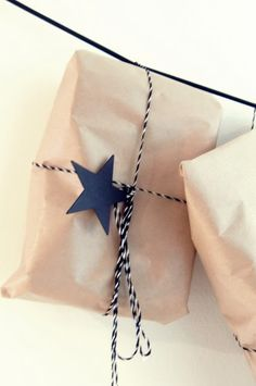 ~Special Occasion~ Gift wrap for any special occasion - kraft paper, twine & a star tag.use chalk or gel ink to add script :) Wrapping Ideas, Wrapping Gift, Christmas Gift Wrapping, Craft Packaging, Paper Packaging, Pretty Packaging, Wash Tape, Gift Wrapper, Brown Paper Packages