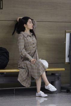 Imagem de red velvet, irene, and girl Red Velvet Joy, Red Velvet Irene, Korean Airport Fashion, Korean Fashion, Seulgi, Velvet Fashion, Kpop Fashion, Fall Fashion, Style Fashion