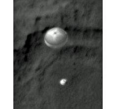 Image of Curiosity parachuting to Mars's surface