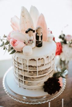 An early chat with the cake baker to talk over the design and flavour is a sensible move and needs to be done at least 6 months prior to the set date hence giving him/her plenty of time to produce the best wedding cake. Wedding Topper, Wedding Cakes, Star Wars Wedding Cake, Wedding Rings, On Your Wedding Day, Perfect Wedding, Tema Star Wars, Star Wars Cake Toppers, Water Based Acrylic Paint