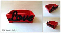 Pudełko z napisem Love - Więcej na mojej stronie na fb - Decoupage Gallery