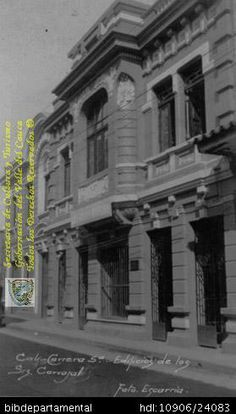 ◦Edificio construido en 1925 al que se trasladó parte de la operación litográfica de Carvajal S.A., frente a la casa de la familia. Santiago de Cali. C. 1930. Biblioteca Departamental Jorge Garces Borrero y ARCHIVO HISTORICO DE CARVAJAL.