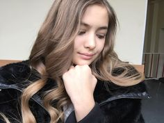 Iuliana Beregoi My Idol, Youtubers, Ale, Unicorn, Fashion Photography, Photo Wall, Celebs, Long Hair Styles, Stars