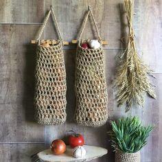 Hanging Fruit Baskets, Baskets On Wall, Crochet Home, Crochet Gifts, Storage Baskets, Gift Baskets, Jute, Vegetable Storage, Hanging Towels