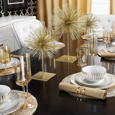 From our Fall/Winter Entertaining Guide: impress your guests with an effortlessly glamorous table with gold accents.