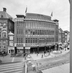 Overzicht voorgevel warenhuis - 's-Hertogenbosch - 20348633 - RCE - V&D - Wikipedia