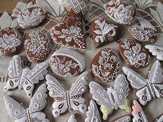 Veľkonočné medovníky. Zajačiky, kuriatka, 3D vajíčka a iné originálne medovníky na Veľkú noc. Easter Cookies, Ribbon Embroidery, Cookie Decorating, Gingerbread Cookies, Sugar, Desserts, Dolce, Food, Cupcakes