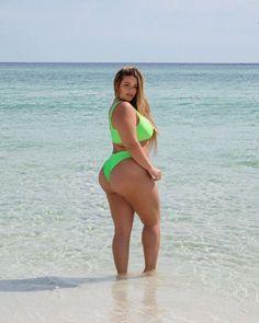 Bikini season has officially started, don't mind if I do👙 Plus Size Blog, Plus Size Model, Plus Size Bikini, Plus Size Swimsuits, Chubby Fashion, Thing 1, Plus Size Lingerie, Most Beautiful Women, Plus Size Fashion