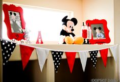 Mickey Mouse Party. Some great Mickey-inspired party decor.