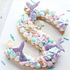 Kindergeburtstag Feiern Ideen für Motto Party Mermaid, Arielle, Under the M . Little Mermaid Parties, The Little Mermaid, Bolo Original, Mermaid Cookies, Mermaid Cupcake Cake, Cake Lettering, Quinceanera Themes, Quinceanera Planning, Sea Cakes