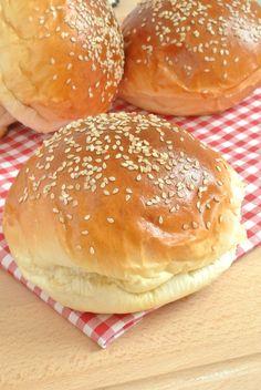 Homemade burger buns: panini per hamburger - Food & Drinks - Homemade Burgers Vegan Burger Recipe Easy, Burger Recipes, Meat Recipes, Cooking Recipes, Homemade Burger Buns, My Favorite Food, Favorite Recipes, Baking Buns, Croatian Recipes