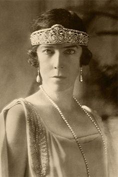 Elisabeth, Queen of the Belgians wearing a garland-style tiara of diamonds…
