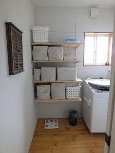 それぞれの間取りには目的と役割があります。例えば間取りの中でもリビングは「家族が団らん」したり「家族がくつろぐ」目的や役割があり、寝室は「体を休める場所」という目的と役... Dressing Room, My Room, Toilet Paper, Diy And Crafts, I Am Awesome, Bookcase, Laundry, Shelves, The Originals