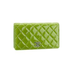Chanel - Leather Goods - 2011 Spring-Summer - LOOK 5 ❤ liked on Polyvore featuring bags, handbags, clutches, chanel, borse, chanel bags, summer leather handbags, leather handbags, green clutches and chanel pochette