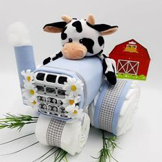 Cow Baby Showers, Baby Girl Shower Themes, Baby Shower Diapers, Baby Shower Cakes, Shower Baby, Tractor Baby Shower, Diaper Cake Boy, Baby Boy Cakes, Diaper Cakes For Boys