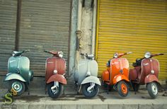 My vespa will make friends with other vespas and we'll have vespa parties. Piaggio Vespa, Lambretta Scooter, Vespa Scooters, Vespa Et2, Classic Vespa, Old Motorcycles, Motor Scooters, Small Cars, Vintage Cars