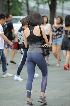 【凯恩赛帖】紧致翘臀-魔镜原创摄影-魔镜街拍_魔镜原创_原创街拍_高清街拍_街拍美女_搭讪美女_紧身美女_遇到最好的街拍摄影作品! Yoga Pants Girls, Girls In Leggings, Tight Leggings, Girls Jeans, Tights Outfit, Sexy Jeans, Sport Fashion, Asian, Fitness