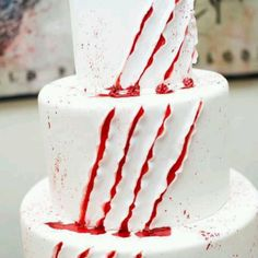 Halloween style!! A slashed red and white cake for your Halloween party!