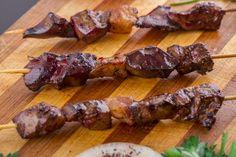 Szaftos, puha baconös csirkemáj nyársra húzva - Sütőben, grillen és serpenyőben sütve is finom lesz Bacon, Grilling, Pork, Beef, Recipes, Cook, Kale Stir Fry, Meat, Crickets