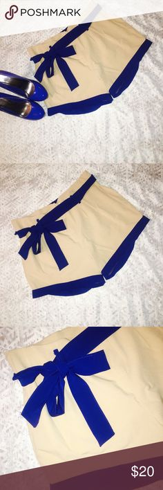 Boutique Shorts Size Large Cream Boutique Shorts (Retail: $40) with blue bow & trim. Worn once, great condition. Reduced Price on Ⓜ️. Shorts