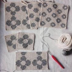 いいね!454件、コメント9件 ― kumakoさん(@kumako365)のInstagramアカウント: 「編み物も🎵同時進行でもりもり編んでいます😄✊ 優しい色合いのリネンの糸が好きです😌♥ #編み物 #かぎ針編み #リネン#ポットマット #ポットホルダー#コースター#お花#花#ドット…」