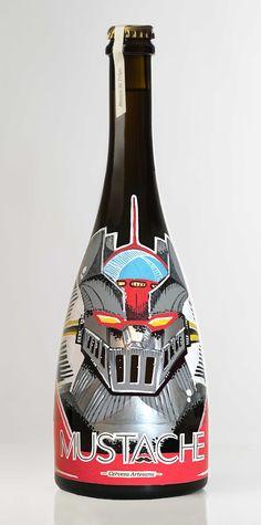 Botella de Cerveza MUSTACHE (MAZINGER Z) pintada a mano por Dokidoki Planet. De venta en dokidokiplanet.com