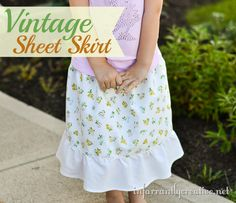 Vintage sheet into a skirt for a little girl. #easyskirtpattern