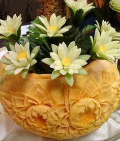 Slide show of fruit and vegetable carvings