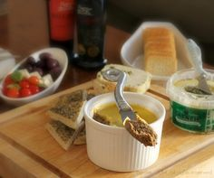 Make your own scrumptious snack with this recipe for Herby Mushroom Pate Pate Recipes, Vegetarian Cheese, Main Meals, Starters, I Foods, Stuffed Mushrooms, Lunch, Snacks, Cooking