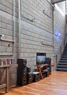 Put a fireplace in a block wall Industrial Interior Design, Industrial House, Industrial Interiors, Concrete Block Walls, Cinder Block Walls, Warehouse Home, Casas Containers, Loft Studio, Loft House