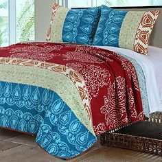 Bohemian Quilt Set 100 Cotton Paisley Floral Mandala Medallion Geometric Pattern Blue Aqua Teal Red Burgundy Print Reversible Bedding - In Twin, Full/Queen, King Size. Great addition for a nice Boho bedroom decor Bohemian Quilt, Bohemian Bedspread, Boho Bedding, Quilt Bedding, Bedding Sets, Modern Bedding, Bohemian Style, Modern Duvet Covers, Striped Quilt