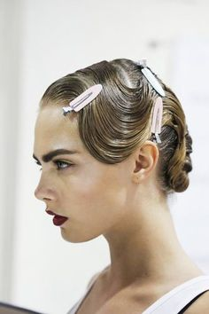 Retro Finger Wave Frisuren Neu – Beste Frisuren Haarschnitte Retro Finger Wave Hairstyles New Big fans of the retro style are always looking for new styling ideas inspired by her. You discover the beauty of the vintage style … Hairstyles Haircuts, Vintage Hairstyles, Cool Hairstyles, Mod Hairstyle, Wedding Hairstyles, Beautiful Hairstyles, Finger Wave Hair, Finger Waves, Finger Finger