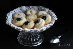 Questi deliziosi biscotti di frolla montata sono ideali per ogni momento della giornata ed accompagnati da un buon thè sono veramente squisiti.