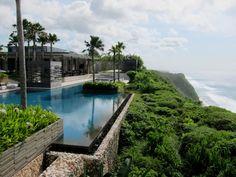 Spectacular Alila Villas Uluwatu in Bali, Indonesia Luxury Swimming Pools, Dream Pools, Swimming Pool Designs, Beautiful Pools, Beautiful Places, Alila Villas Uluwatu, Tropical Architecture, My Pool, Forest House