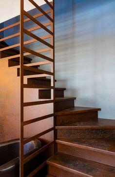 Escaliers et garde corps en corten