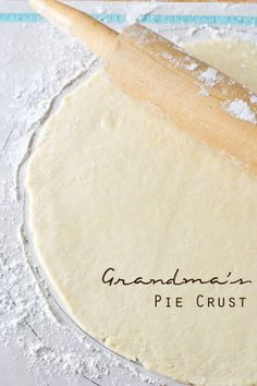 Learn how to make a pie crust the way Grandma did. Grandma& Pie Crust is buttery, flaky, and takes minutes to make. It& our long-time family favorite! Best Pie Crust Recipe, Pie Dough Recipe, Easy Pie Crust, Homemade Pie Crusts, Pie Crust Recipes, Pastry Recipes, Baking Recipes, Pie Crust Recipe With Vinegar, Never Fail Pie Crust Recipe